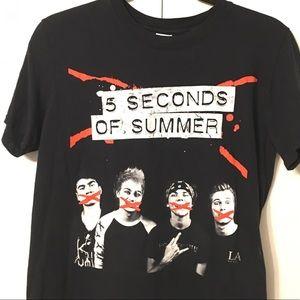 5SOS tour shirt